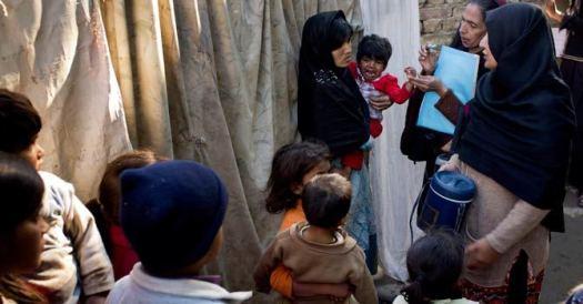 pakistan-polio-health-workers-isl-ap-670